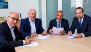 De gauche à droite : Robert Toussaint, Président de Delta Douane, Olaf Metzger, Pdg de Rhenus Freight Logistics, Fabrice Raimond, DG de Delta Douane, et Thomas Kaulbach, DG d'ALS Customs Services.